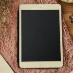 Tablet und Dekoration